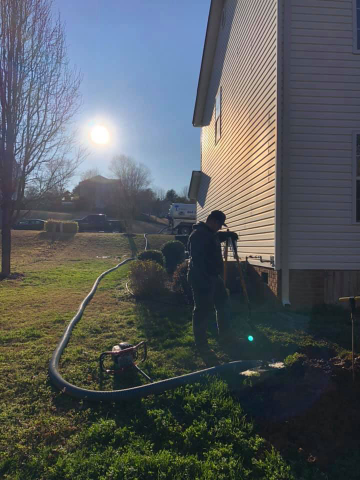 How a septic tank is pumped